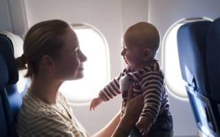 Какие места в самолете лучше выбрать с ребенком до года
